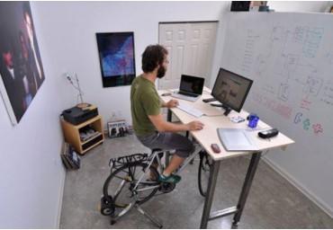 4 lợi ích đáng kinh ngạc của bàn làm việc đứng